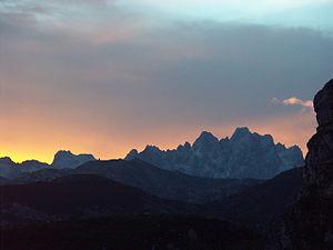 Los Urrieles, encabezados por el Pico de los C...