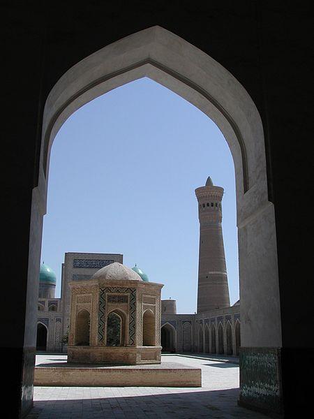 Le minaret Kalon vu depuis la mosquée Kalon.