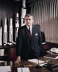 Werner von Braun, ya trabajando para la NASA (foto: Wikipedia)