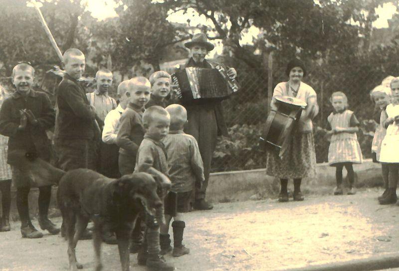 Datei:Jenische, Westerwald, um 1930.jpg