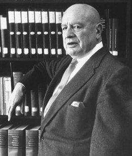 https://i1.wp.com/upload.wikimedia.org/wikipedia/en/1/1d/Harry_Jacob_Anslinger.jpg