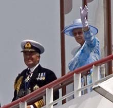 Her Majesty Queen Elizabeth II with Admiral Si...