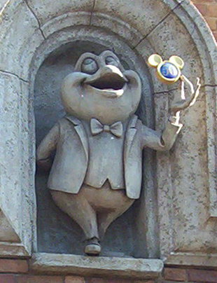 File:Mr Toad Statue, Disneyland (Closeup).jpg