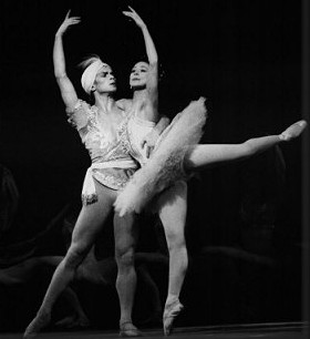 Rudolf Nureyev and Margot Fonteyn in La Bayadère.