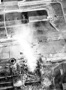 Archivo: Chernobyl quema-vista aérea de core.jpg