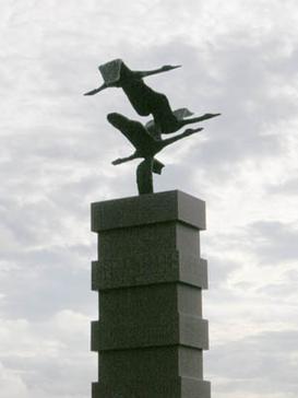 The emigrants' memorial statue.