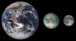 पृथ्वी, टाईटन  और चन्द्रमा (आकार की तुलना)