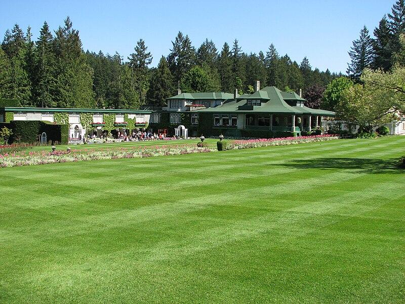 File:Butchart lawn.JPG