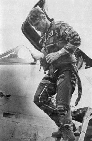 Stockdale exiting a jet weeks before his Vietn...