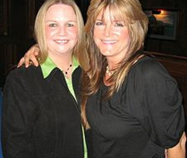 Brady Bunch Cast Members Geri Reischl And Susan Olsen Right 2007