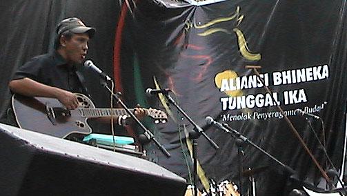 Franky Hubert Sahilatua (dari Wikipedia)
