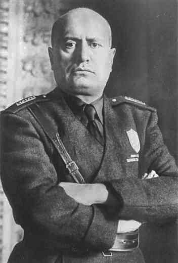https://i1.wp.com/upload.wikimedia.org/wikipedia/it/8/8a/Mussolini_mezzobusto.jpg