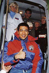 Sheikh Muszaphar tiba di Kustanai, Kazakhstan dengan helikopter selepas dari tempat kapsul mendarat
