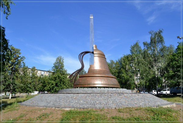 Файл:Памятник Владимиру Высоцкому в Набережных Челнах.jpg ...
