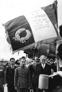Hồ Chí Minh và Phạm Văn Đồng ở Paris năm 1946