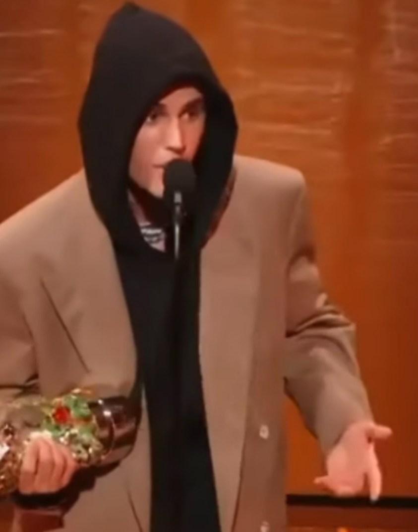 Justin Bieber giving a speech at the MTV awards.