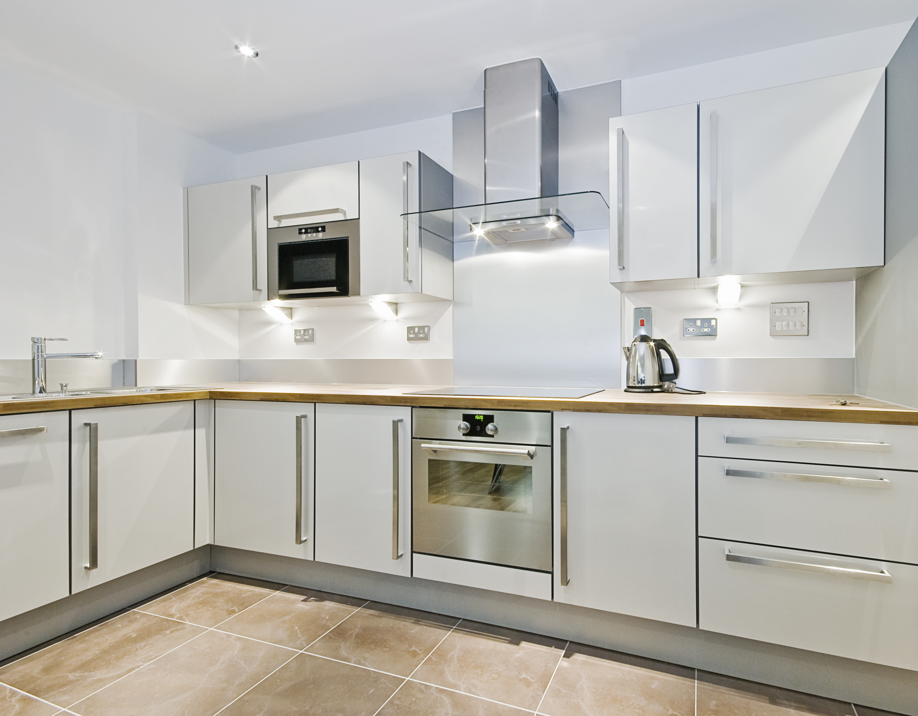modern kitchen counter in   l   shape with wooden worktop modern kitchen cabinets for a chic look   great idea hub  rh   greatideahub com