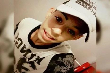 Image result for Corpo de adolescente que morreu ao sofrer choque elétrico após retirar celular da tomada é enterrado em Garanhuns