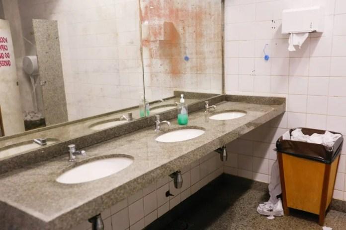 banheiro feminino unb