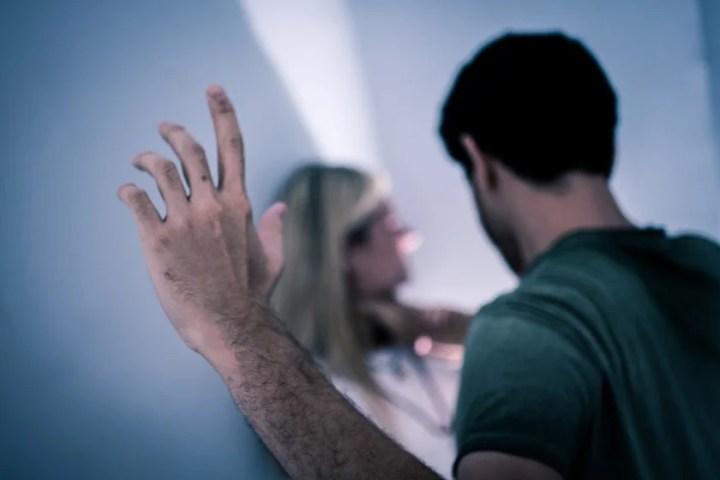 Resultado de imagem para jovem comcrianca no colo sem mostra rosto
