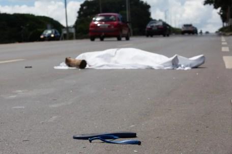 Image result for Mulher morre após ser atropelada por caminhão