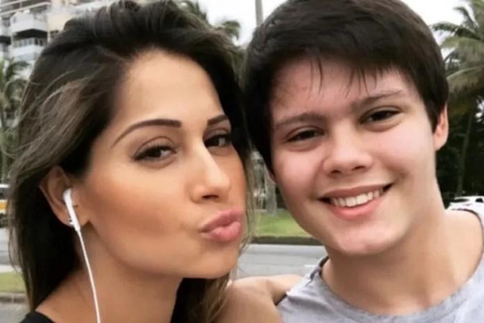 Mayra Cardi e o filho