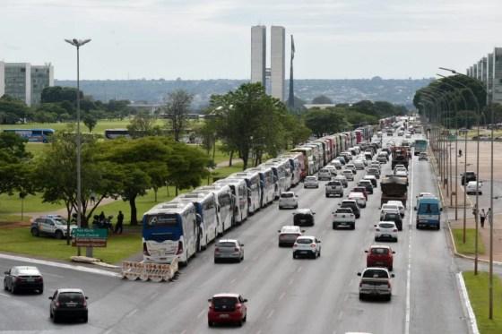 Fretadores de ônibus protestam em Brasília 6