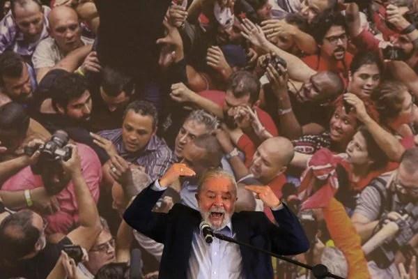 Lula discursa e ataca Jair Bolsonaro em São Paulo