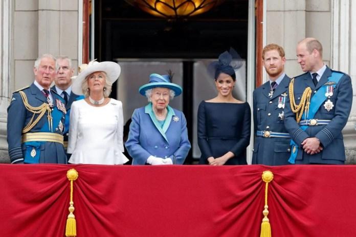 Príncipe Charles, Camilla Parker, rainha Elizabeth, Meghan Markle, príncipe Harry e William