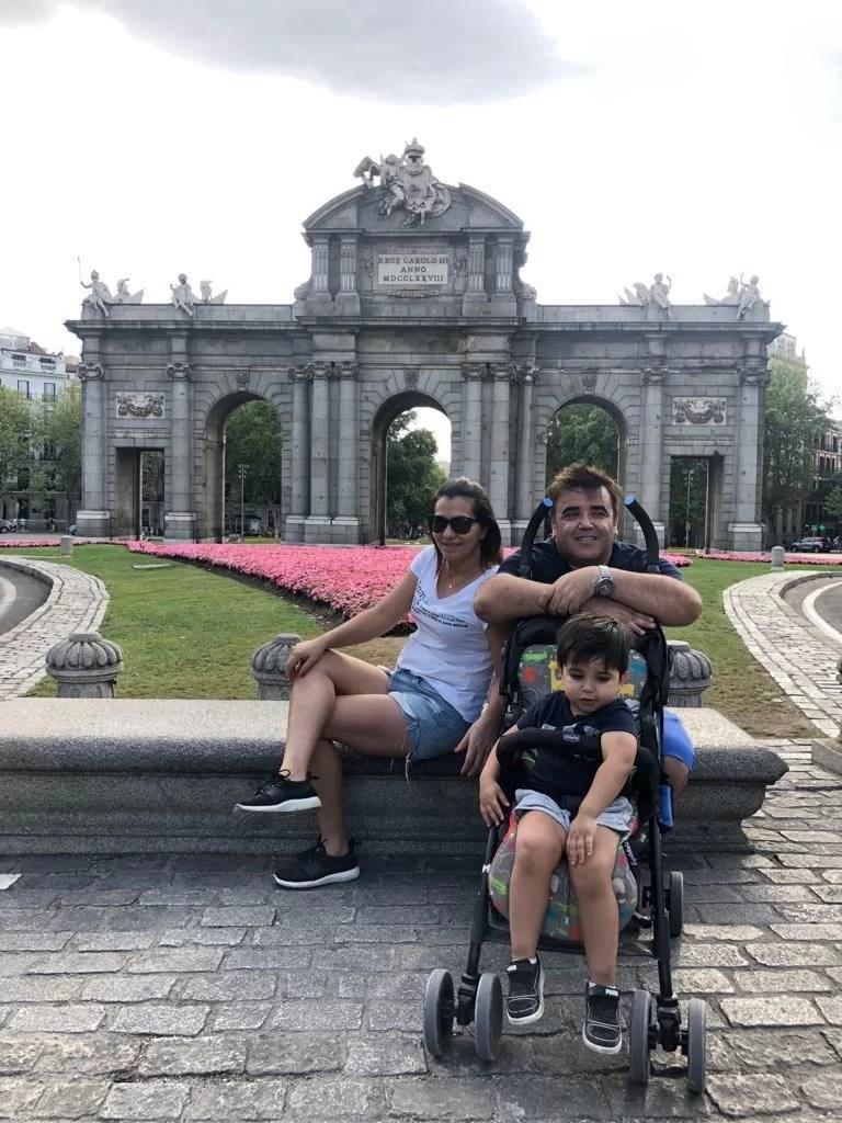 Família de Kássia passa férias na Espanha e segue em dúvidas com a volta à Israel
