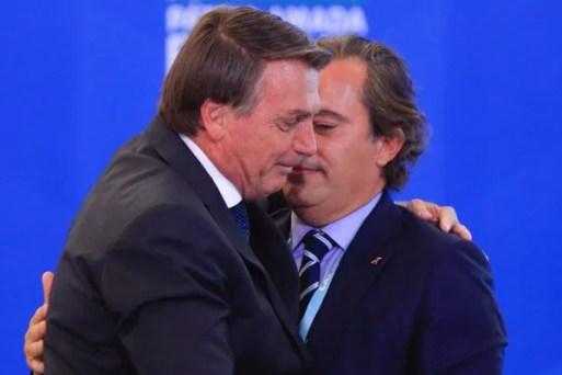 Bolsonaro e presidente da caixa Pedro Duarte Guimarães durante a Comemoração do Dia Internacional da Pessoa com Deficiência e do Dia Internacional do Voluntário, no palácio do Planalto 1
