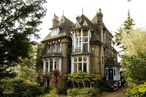 Victorian House With Spaceship Neatorama