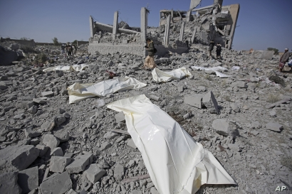 Bodies lie on the ground after being recovered from under the rubble of a Houthi detention center destroyed by Saudi-led airstrikes, in Dhamar province, southwestern Yemen, Sunday, Sept. 1, 2019.