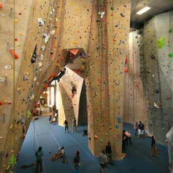 maryland heights upper limits best indoor rock climbing gym st. louis