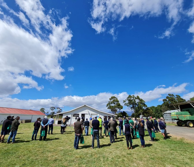 Crowd at Cressy Research Station