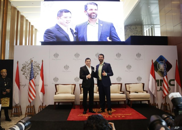 Donald Trump Jr., right, son of U.S. President Donald Trump, and Media Nusantara Citra (MNC) Group President and CEO Hary Tanoesoedibjo pose for photographers during a press conference in Jakarta, Indonesia, Aug. 13, 2019.