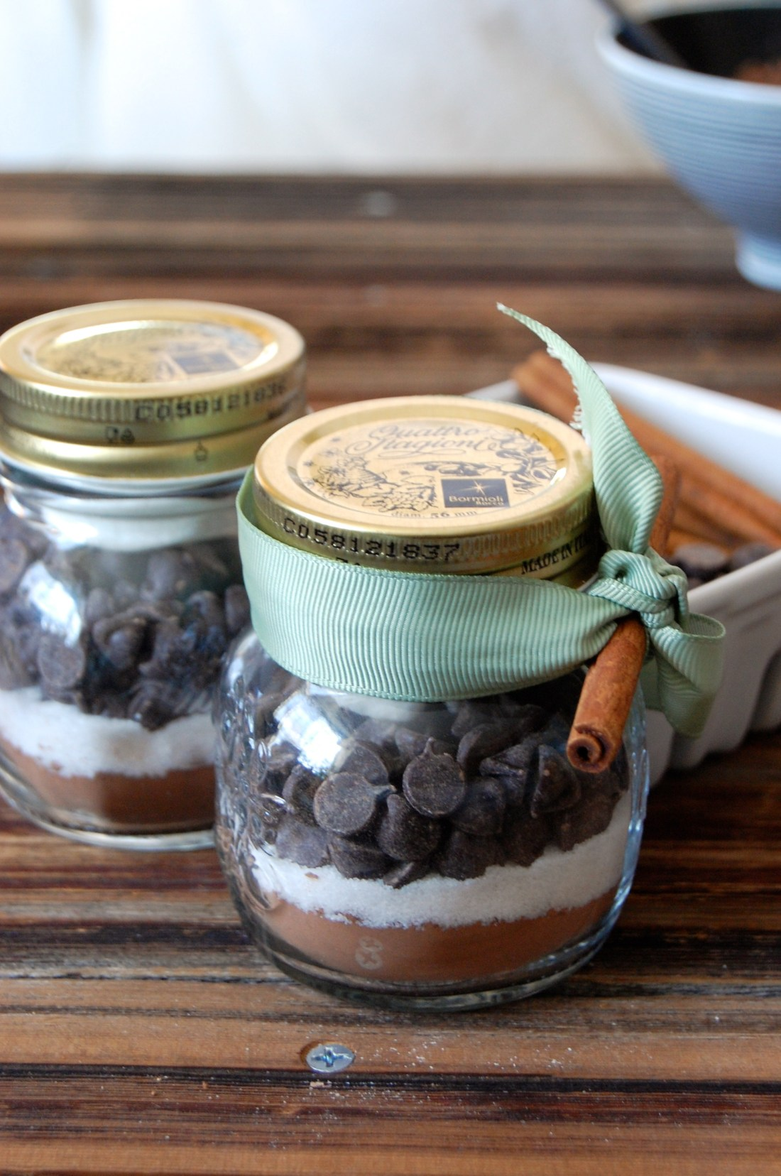 Holiday Gifts DIY Mason Jar Hot Chocolate Mix Cocoa Sugar Chocolate Chips