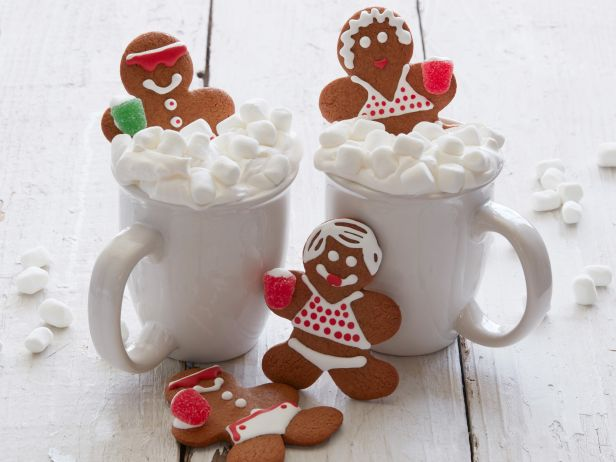 gingerbread-people-in-hot-chocolate-tubs