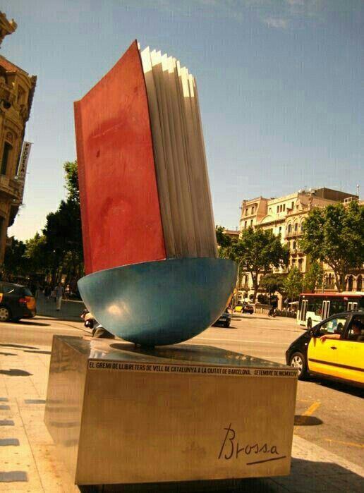 book statue passeig de gracia barcelona