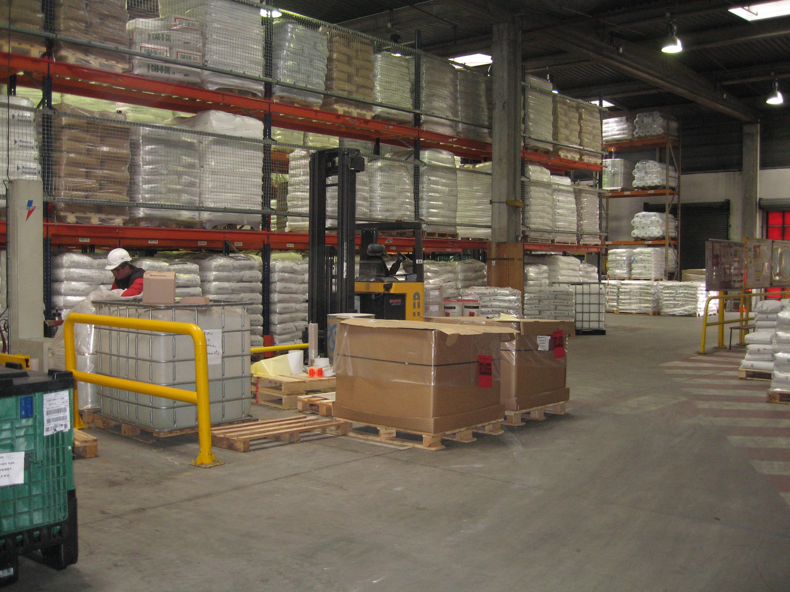 How Are Warehouses Using Smart Glasses