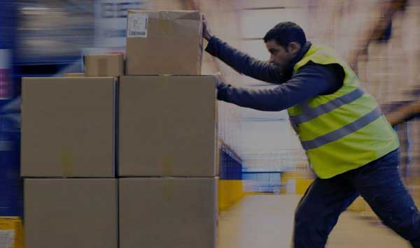 Seasonal warehouse worker using augmented reality solution from Upskill