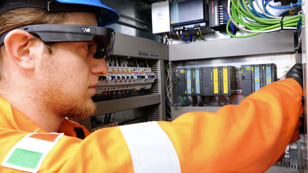 manufacturing worker using smart glasses with skylight ar platform