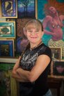 2015-10-12-Anita-in-front-of-art-smiling-vertical