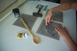 2015-10-12-Anita's-hands-carving-2---BEST
