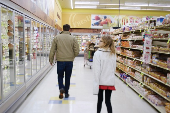 Grasso, assisted by his daughter Scarlett shops for ingredients in his local Annapolis grocery_11