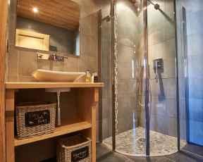 Ensuite shower room - Chalet Virolet