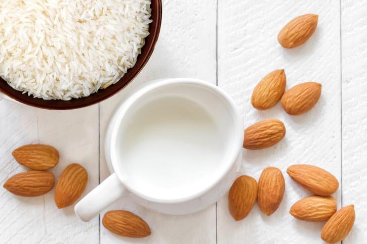 Leite de Arroz e amêndoa para crianças alérgicas à proteína de leite de vaca. Também recomendado para intolerantes à lactose