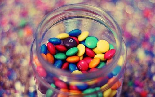 Experiência das letras dos doces que flutuam
