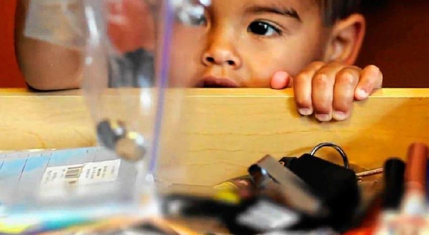 O que fazer se o seu filho engolir uma pilha?