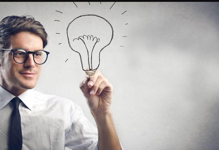 Quantos homens são precisos para mudar uma lâmpada